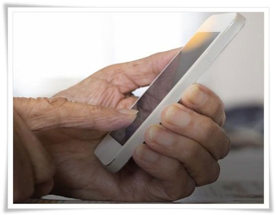 Los celulares para personas mayores son importantes para su inserción en la vida social - Estudio Desde Casa